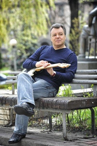 Гитарист Игорь Бойко